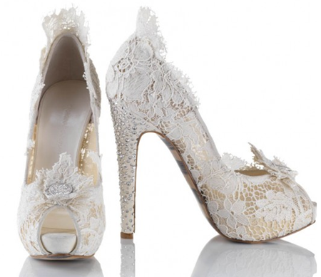 Dear Santa! I know You are a very busy man. But I have been very good this year and I need these sssassy white lace shoes! I promise not to ask anything else. Just these and some 124 other things :).