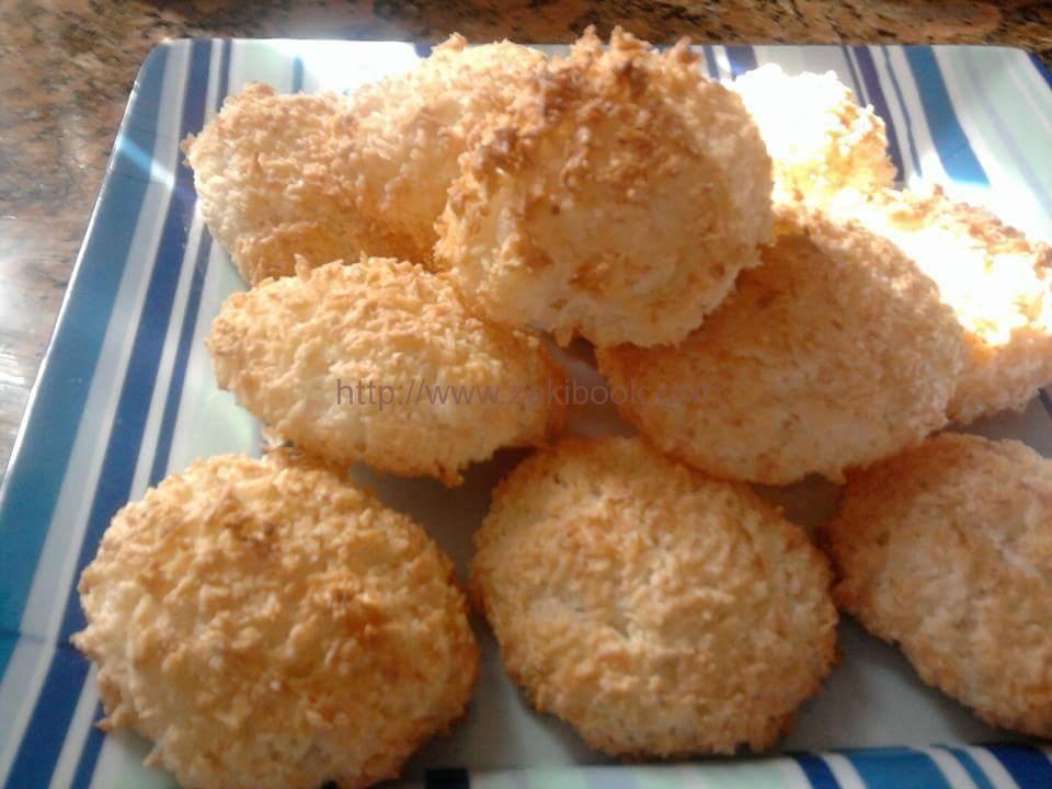 كرات جوز الهند بالفرن ولا اطيب زاكي Coconut Recipes Arabic Sweets Recipes Middle Eastern Food Desserts