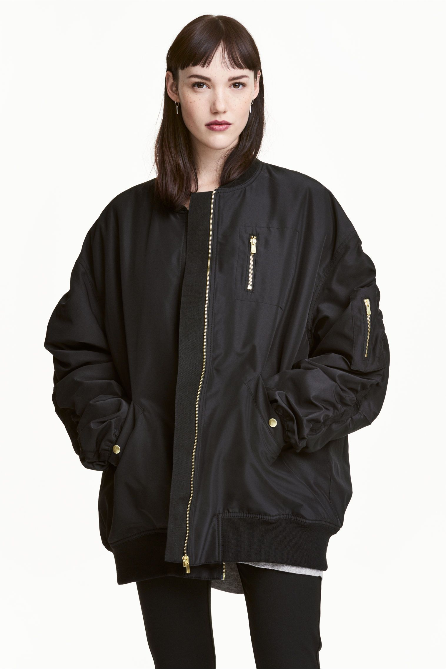 f55f5bf854c Oversized bomber jacket | H&M Utility Jacket Outfit, Black Jacket  Outfit, Bomber