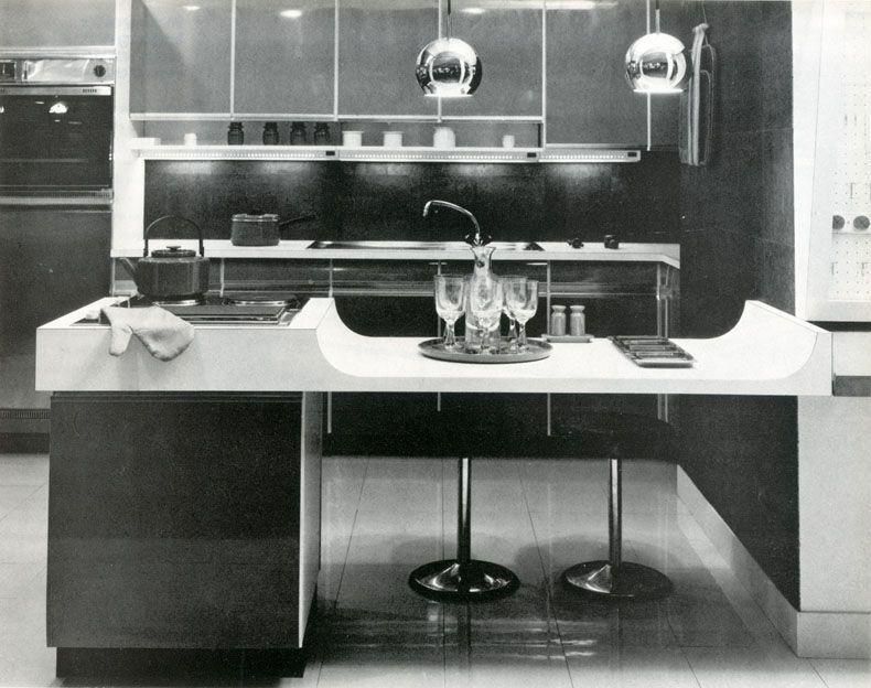 cuisine bar avec il t de la marque siematic avec plaque de cuisson encastr e au dessus d 39 un. Black Bedroom Furniture Sets. Home Design Ideas