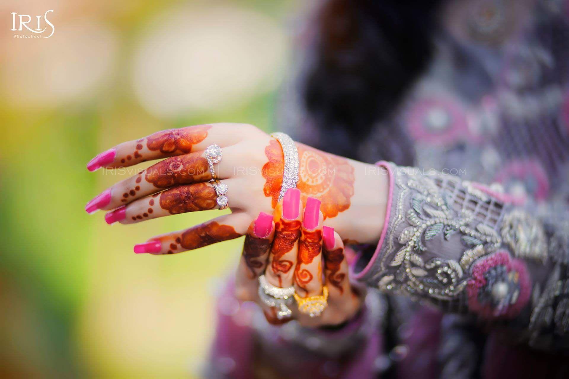 Pin mehndi and bangles display pics awesome dp wallpaper on pinterest - Iris Photography