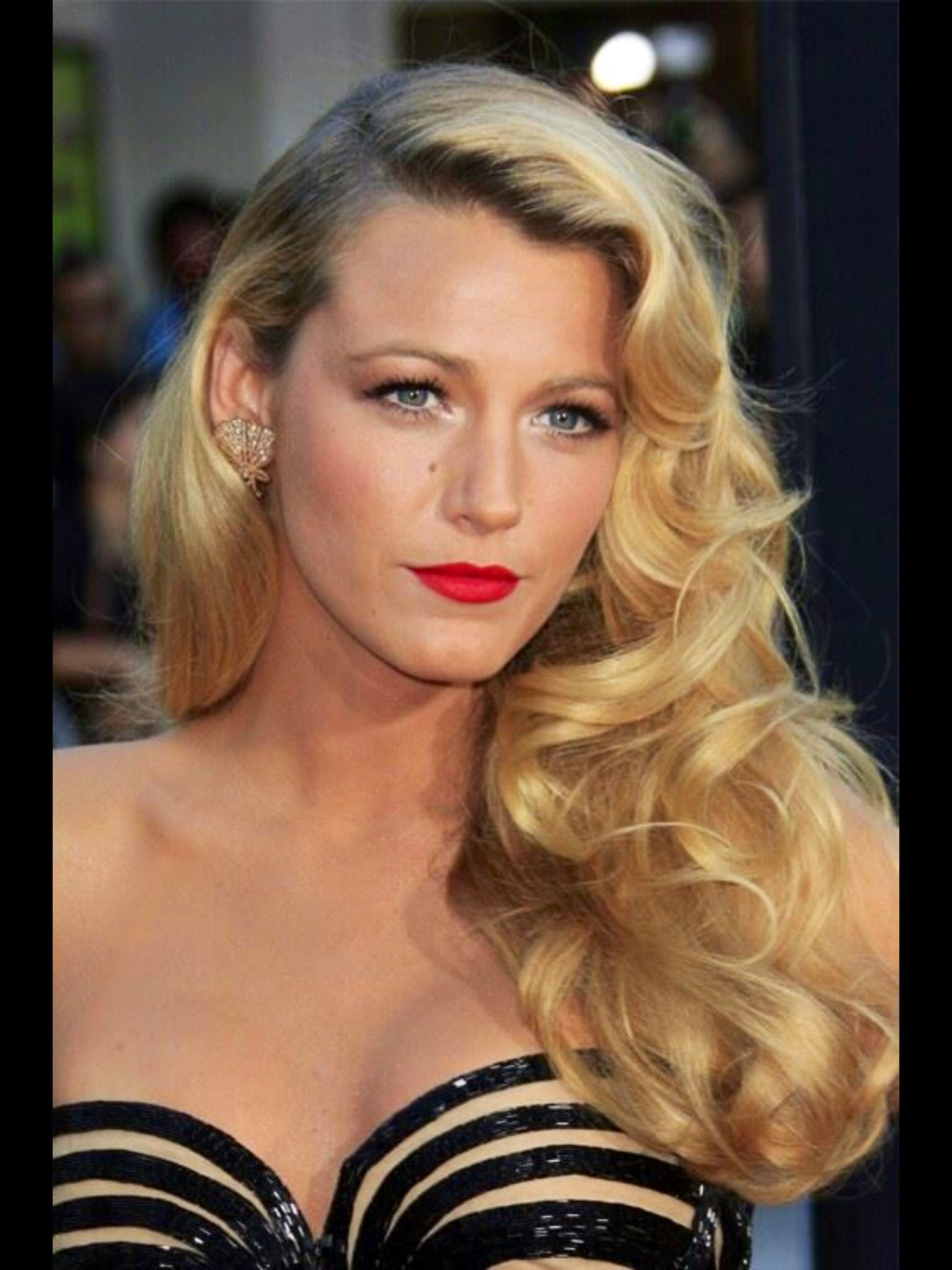 Blake Lively Red Lips Hairstyles