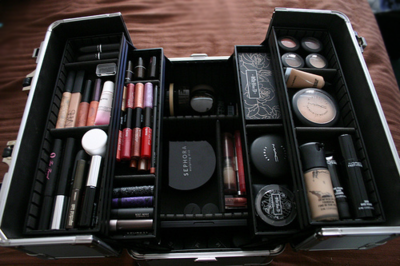 I need a train case this size! Makeup storage, Makeup
