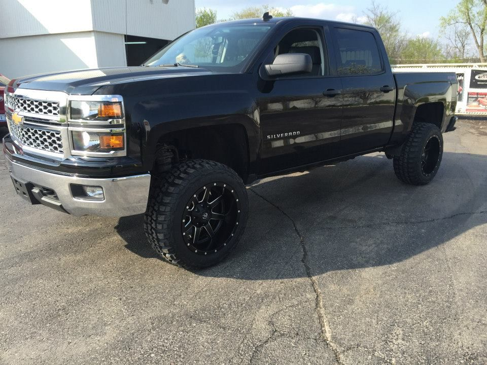 Rough Country 4 75 Combo Kit 3 5 Suspension 1 25 Body Lift 20x12 44 Offset Fuel Wheels 33 Federal Couraga Tires Fuel Wheels Trucks Custom Wheels And Tires