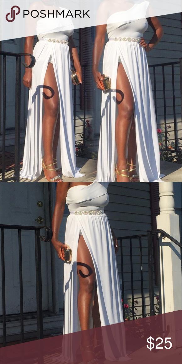 Highsplitmaxi skirt I am small but took medium White maxi skirt belt not included Skirts Maxi