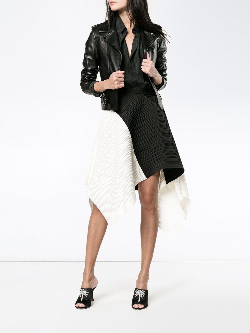 https://www.farfetch.com/lu/shopping/women/proenza-schouler-asymmetric-pleated-skirt-item-12080274.aspx?storeid=9359
