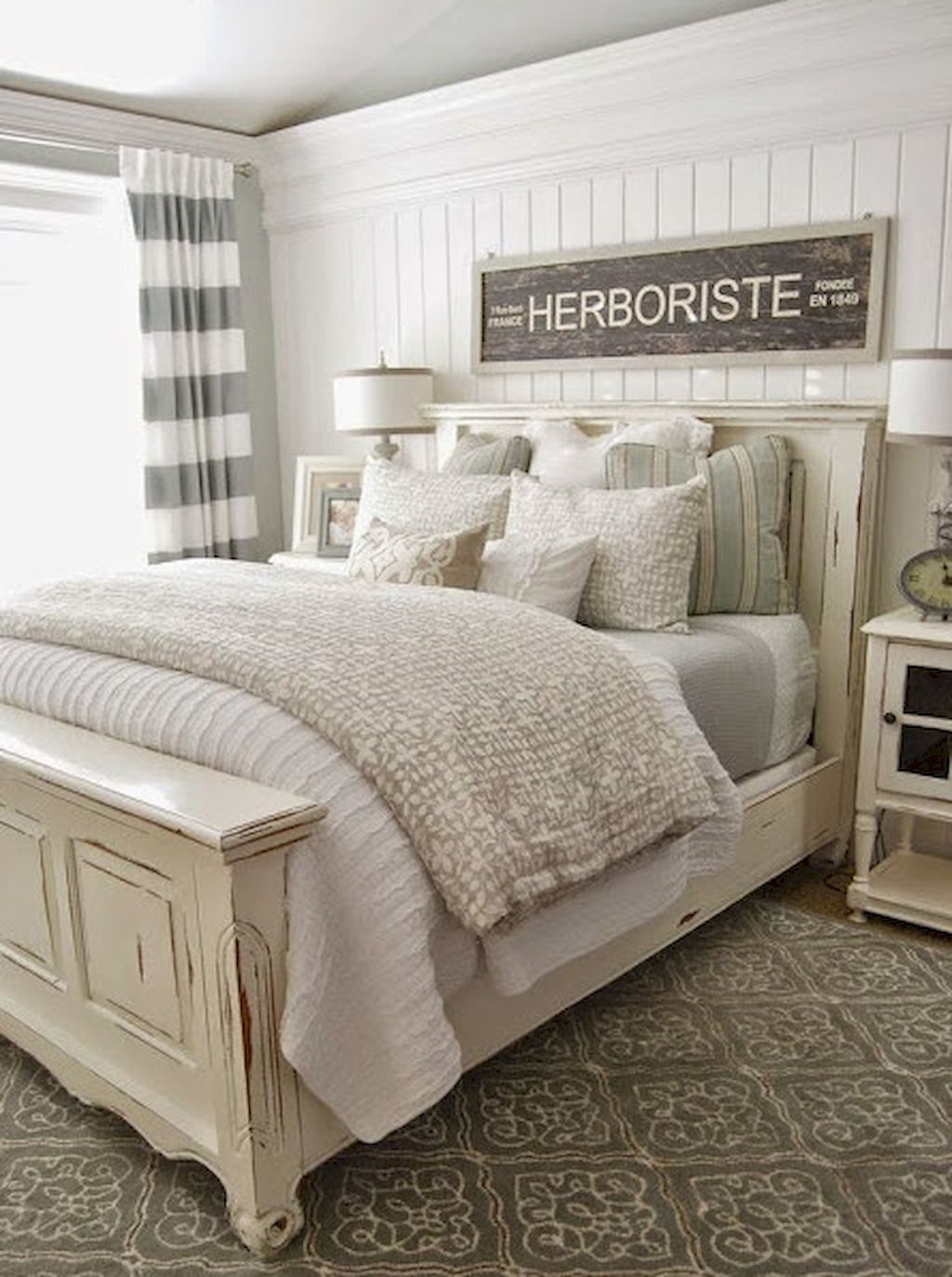 Rustic Farmhouse Master Bedroom Ideas (27 ...