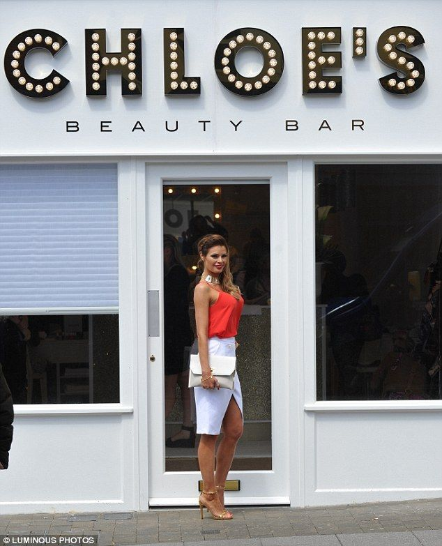 Big Moment The Reality Star Stood Outside Salon Which Only Opened Last Thursday