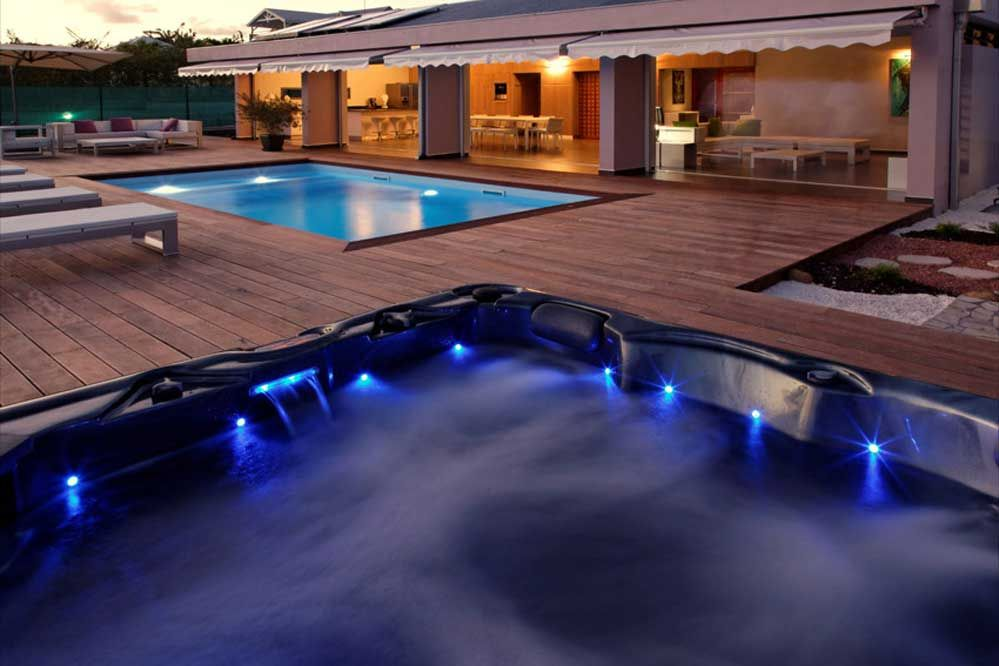 location de villa de luxe en guadeloupe la coul e bleue. Black Bedroom Furniture Sets. Home Design Ideas