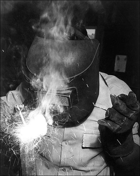 arc welding b/w
