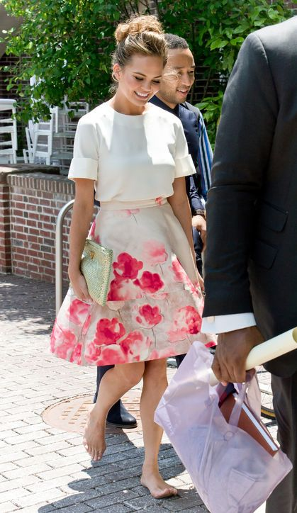 ca61e2bdd98 Leave It to Chrissy Teigen to Wear the Summer Outfit You ll Want to Rock  Every Day. I love this couple! John Legend and Chrissy Teigen.