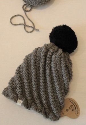 Berretto realizzato a maglia con lana grossa