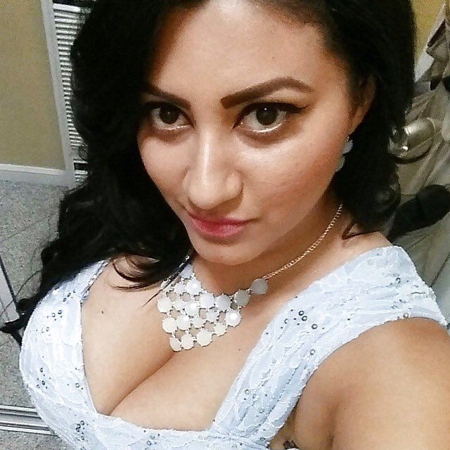 Hot Milky Desi Girls (@humasarfaraz33)