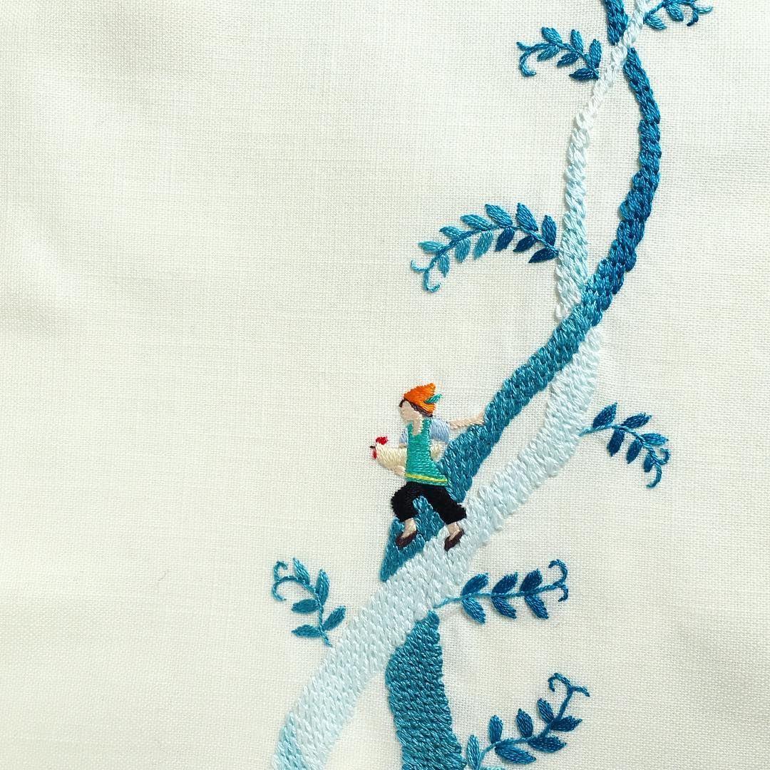 ジャックと豆の木。 (2013年制作) ・ ・ #刺繍 #ジャックと豆の木 #embroidery #embroidered #needlework #手芸 #ステッチ #stitching #刺しゅう #暮らしを楽しむ #ハンドメイド #자수 #вышивка #broderie #ししゅう #日々 #暮らし #丁寧な暮らし #日々の暮らし #手作り #ハンドメイド #手芸 #ハンドメイド #暮らしを楽しむ #刺繡 #チクチク部 #手芸部 #ちくちく #sewing #グラデーション