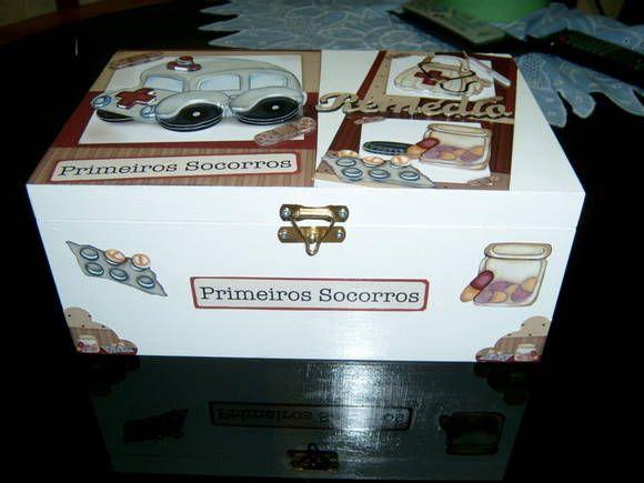 Pratica caixa para organizar seu remedios. Faço em outras cores também R$ 66,00