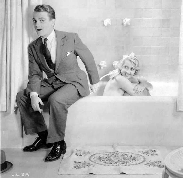 BATH TIME WITH THE BEAUTIFUL ACTRESS JOAN BLONDELL SCRUB A DUB PUBLICITY PHOTO