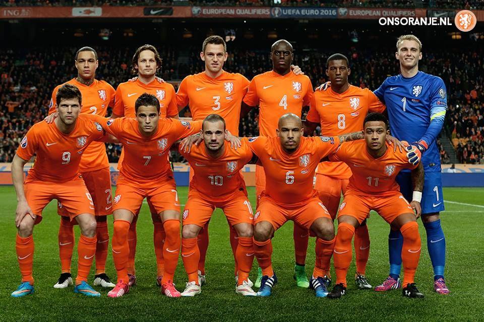 OnsOranje - Nederland - Turkije   Soccer team, Holland, Netherlands