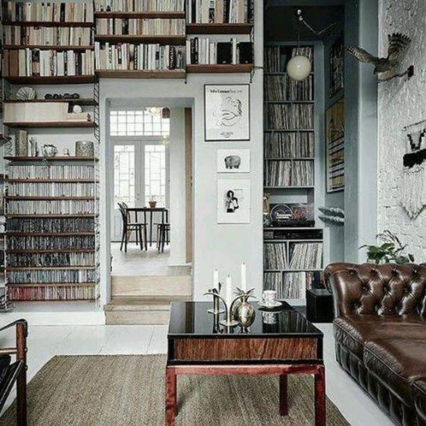 Quem gostava de ter uma sala assim em casa?  #books #bookshelf #lovereading #lovebooks #eclectic #collection