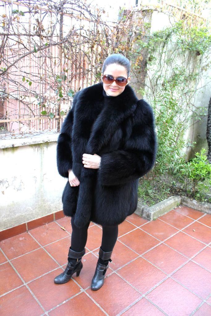 fbed3a904 Black Fox Fur Coat. Way Cool | Classy Black! | Fox fur jacket, Fox ...