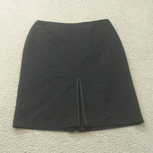 Work-appropriate length skirt Excellent condition, when you need something besides a mini skirt, no pulls, rips or stains, smoke-free and pet-free home Worthington Skirts