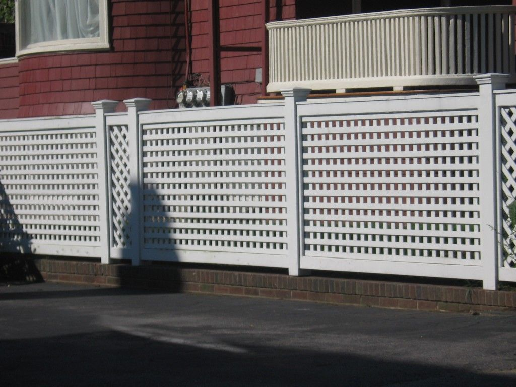 How To Build A Vinyl Lattice Fence For Your Outdoor White Modern Lattice Fence Pmpub Com Diy Inspiration Vinyl Fence Fence Design Wood Fence Design