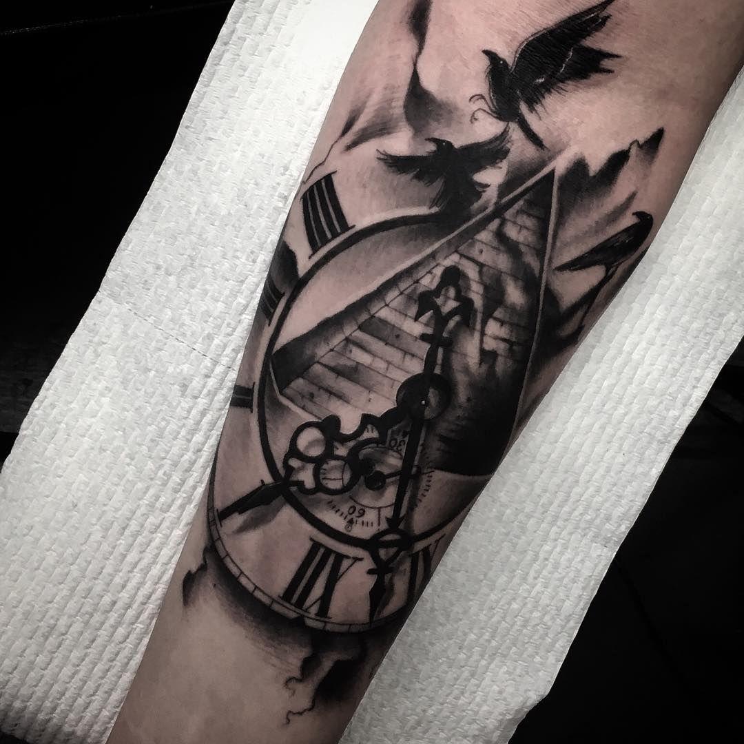 Clock pyramid and birds tattoo venice tattoo art designs pyramid clock tattoo pinterest - Idee de tatouage pour femme ...