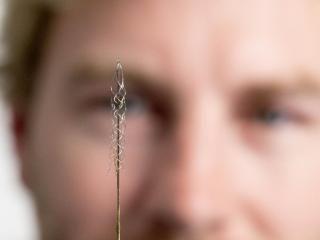 Un dispositivo para ayudar a las personas con parálisis a mover sus pies con la mente