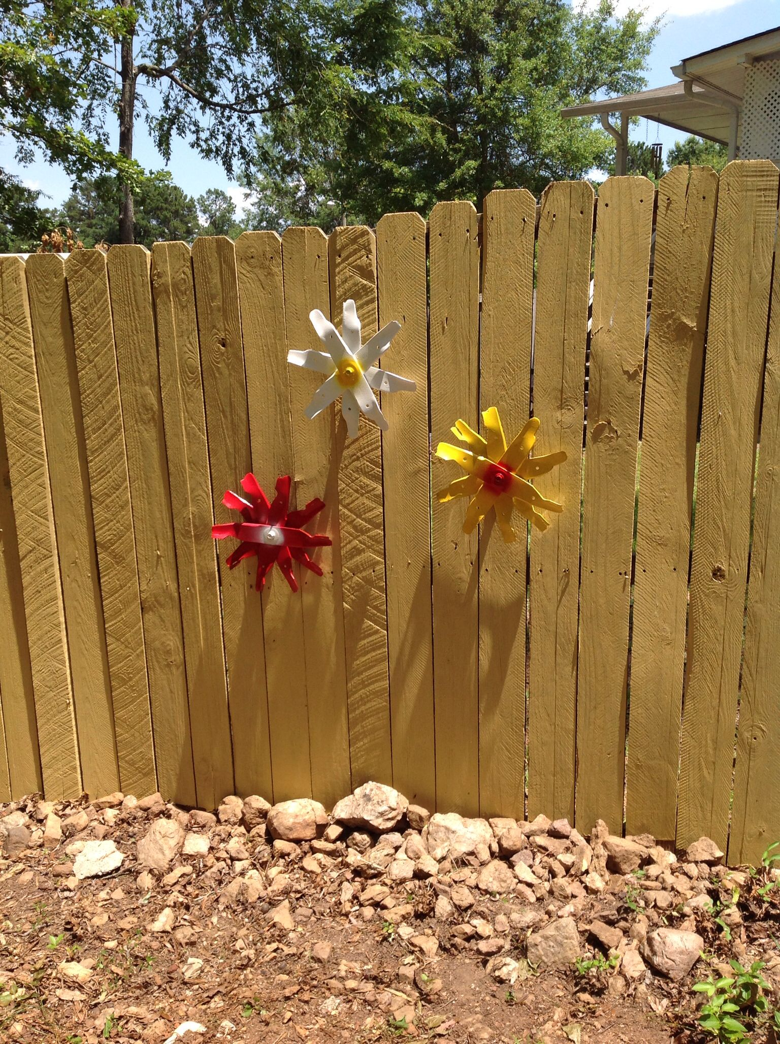 Used lawn mower blades make metal art flowers for garden fence ...