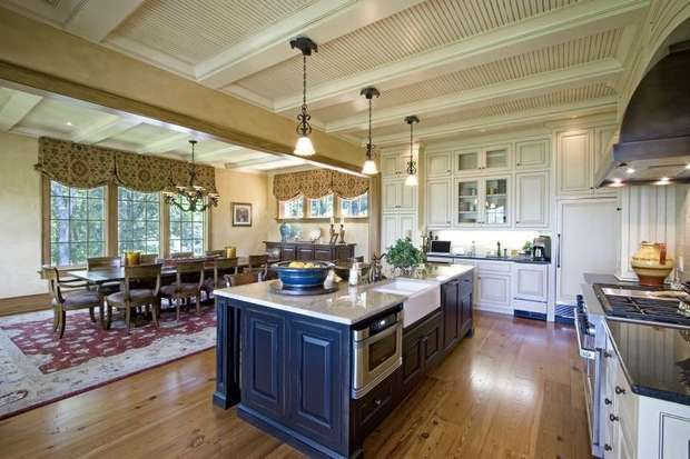 Alan Jackson S Lake House Kitchen Love The Blue Island With