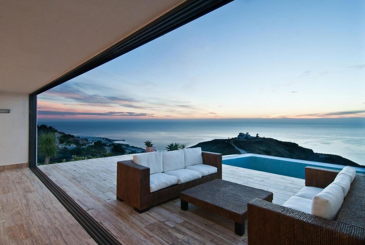 домик в испании на берегу моря