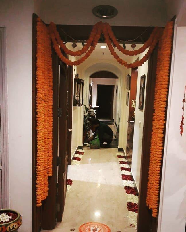 Celebrations at home by Join Handz....🎭 . . . #joinhandzproduction#joinhandzweddings#indianweddings#indianbride#brideentry#social#event#decor#floral#freshflowers#flowersofinstagram#dreamwedding#destinationwedding#eventplanner#eventstylist#bespokewedding#luxurywedding#weddinstylist#weddingplanner#hospitality#weddinghospitality#weddingphotography#instalove#instalike#instapic#instawedding#weddingsofinstagram#pictureperfect#picoftheday#JHZ