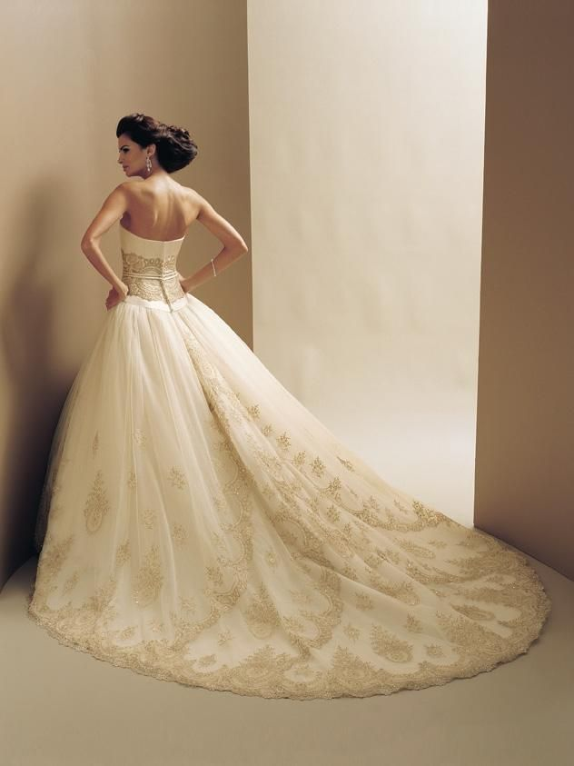 This is the photo of 2009 wedding bridal gown that can become your inspiration in preparing or designing your wedding gowns. Description from prettyweddinggowns