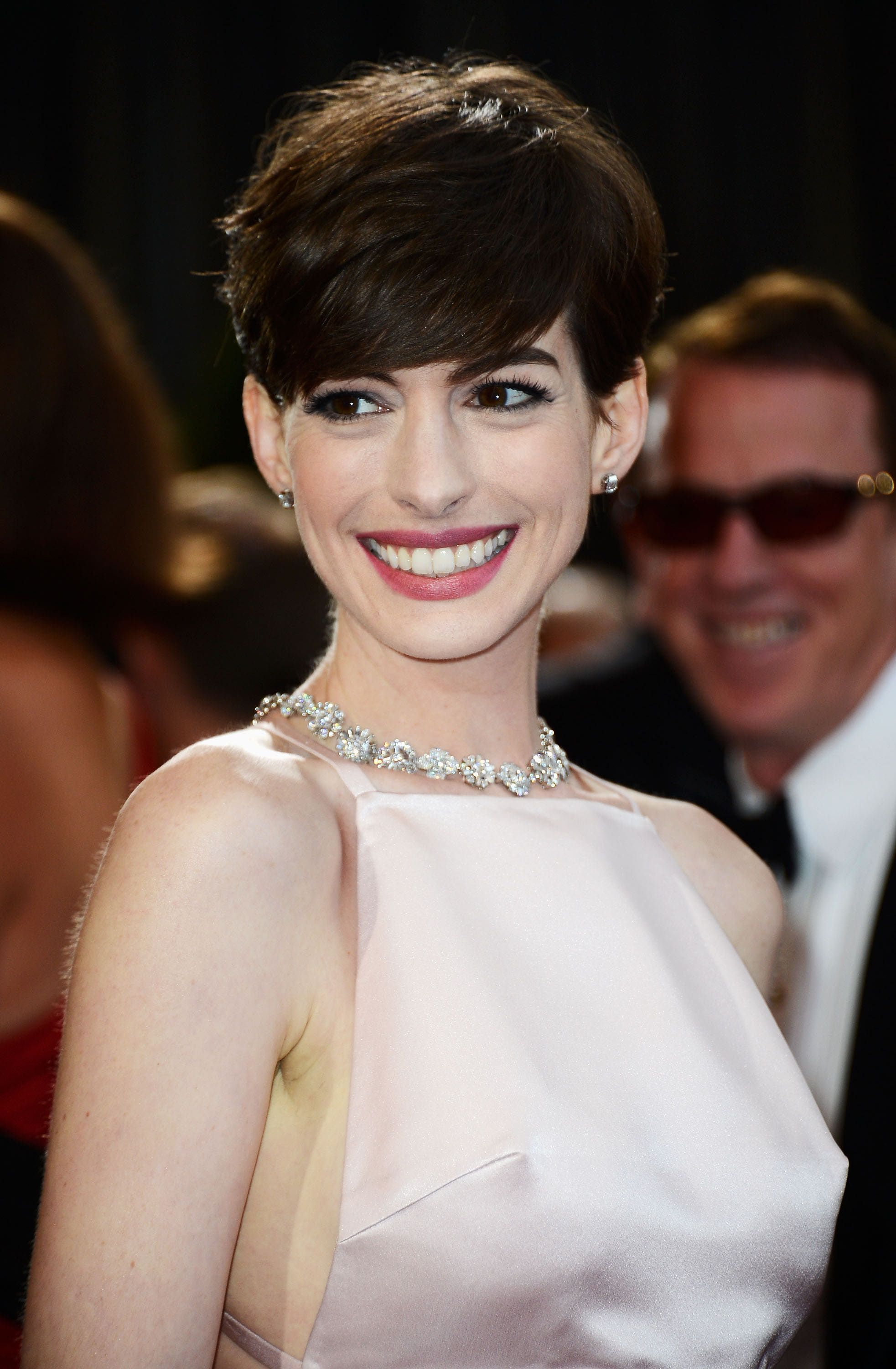 2013 Oscars - Anne Hathaway hair from front