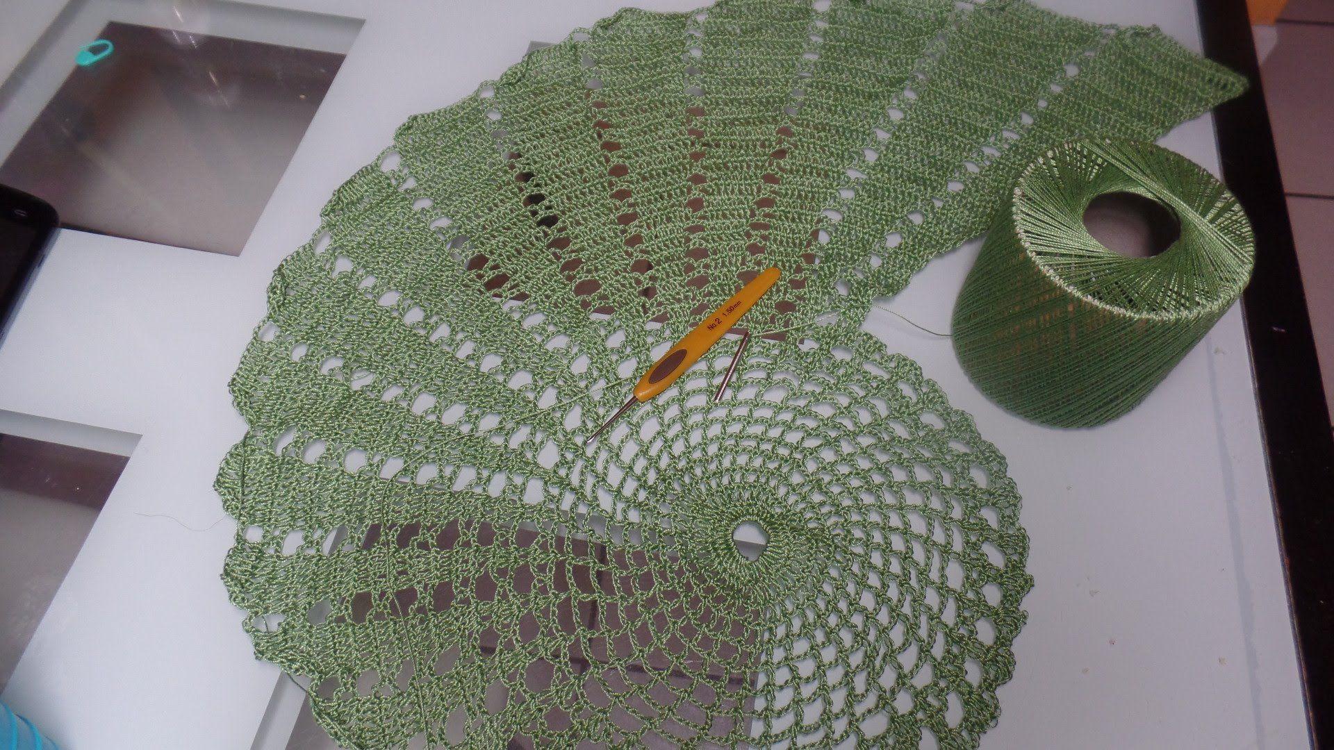 Centro de mesa, tapete, mantel o doyle en espiral a crochet. Final ...
