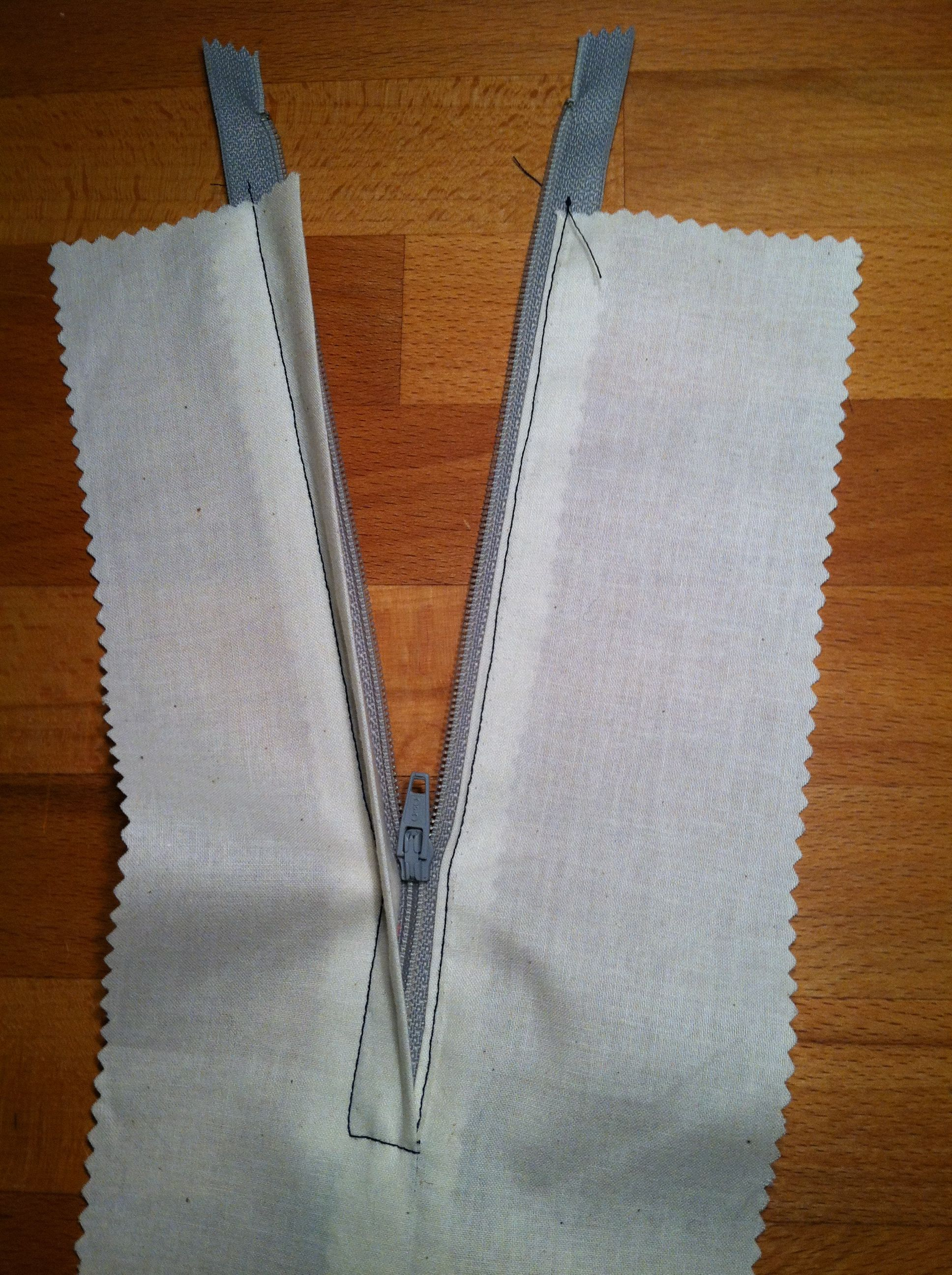 Thread Square: how to sew a lapped zipper