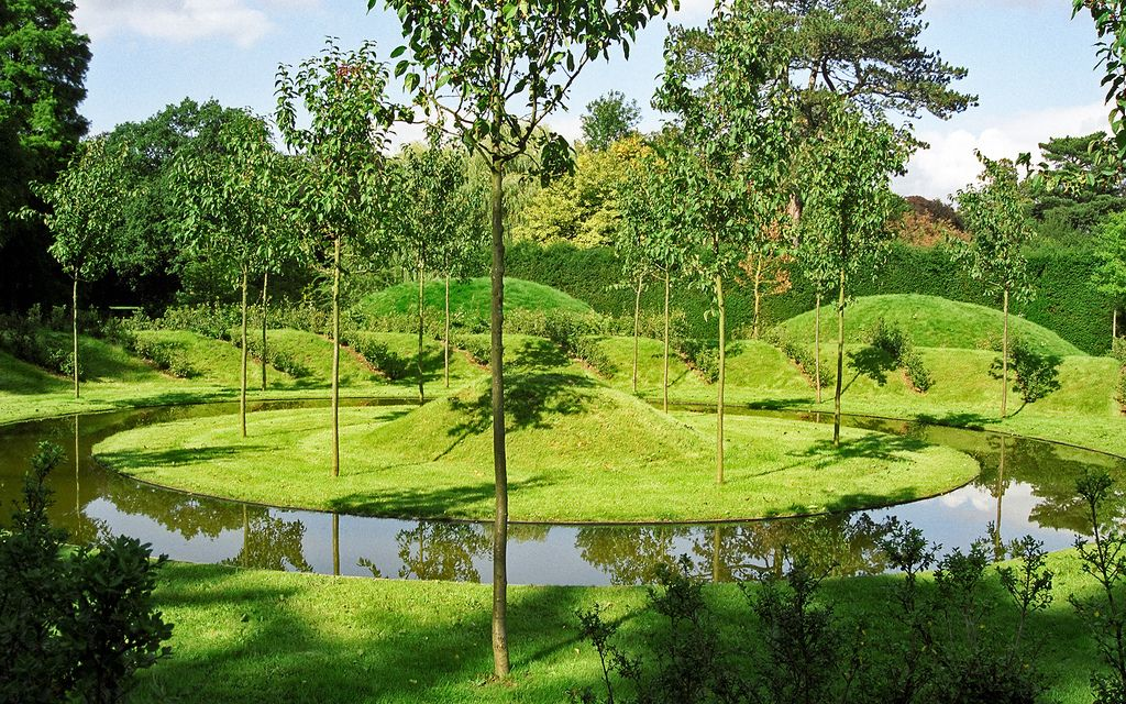 Ascott House Gardens Buckinghamshire Uk National Trust Gardens With Interesting Land Art Features Landscape Design Beautiful Gardens Gorgeous Gardens