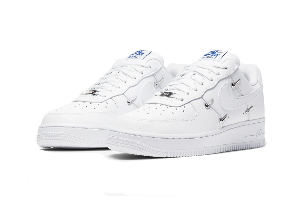 Nike Adds Luxury Metal Swooshes To The Air Force 1 Nike Air Force Nike Schuhe Nike Air