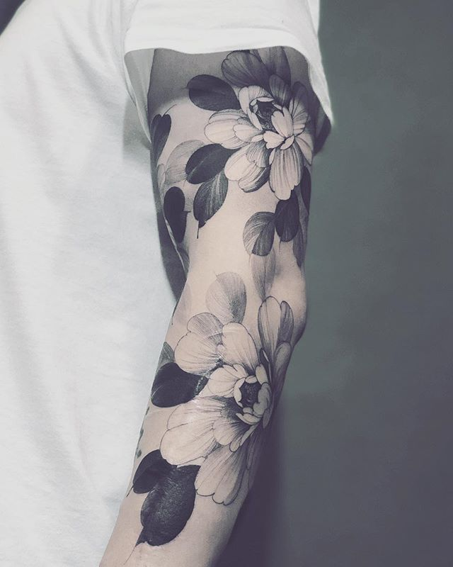 "K U B R I C K   H O on Instagram: ""牡丹種植 Peony on left arms #tattoo #peony #flowers #blackink #blackwork #artwork"""