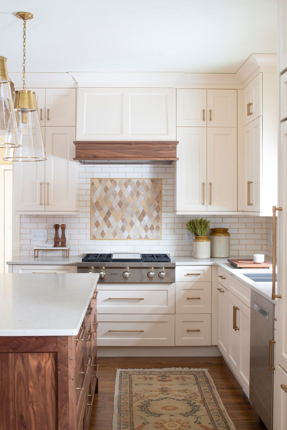 Download Wallpaper White Kitchen Going Out Of Style