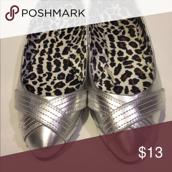 NEW! Faded glory silver flat shoes NEW! Faded Glory silver flat shoes. Never been used, bottom sole in perfect condition. All man-made. Perfect for the holidays! Faded Glory Shoes Flats & Loafers