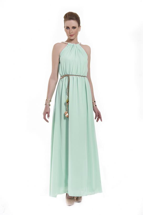 050f3295a0a4 Φόρεμα maxi με σούρες και κολιέ από πέρλες εμπρός και πίσω στον λαιμό