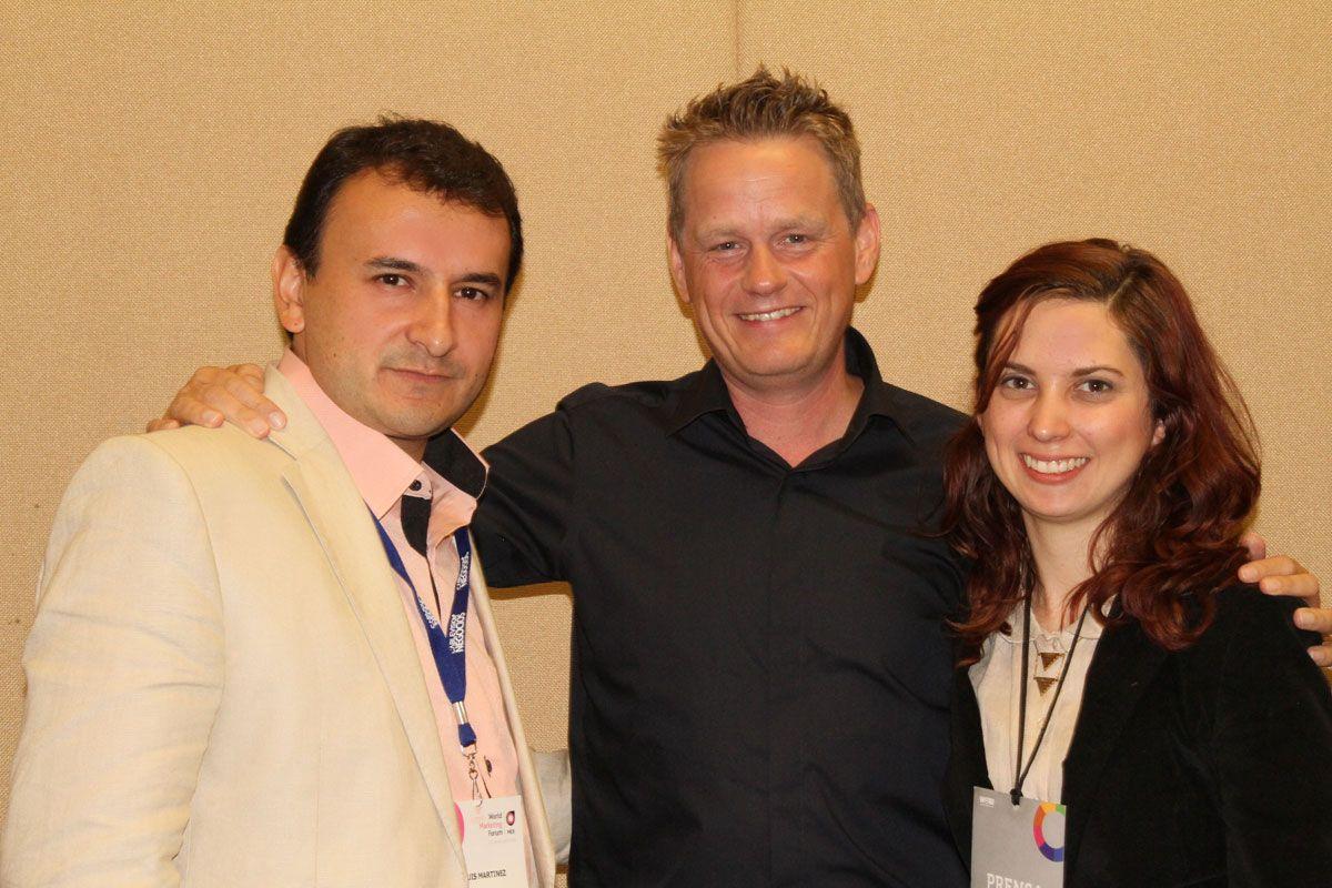 De derecha a izquierda, Majos, colaboradora editorial en Expok, Martin Lindstrom, el gurú del neuromarketing y Luis Maram