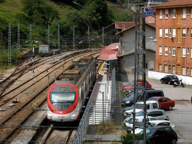 Estacion Renfe Pola De Lena Con Imagenes Modelos De Trenes