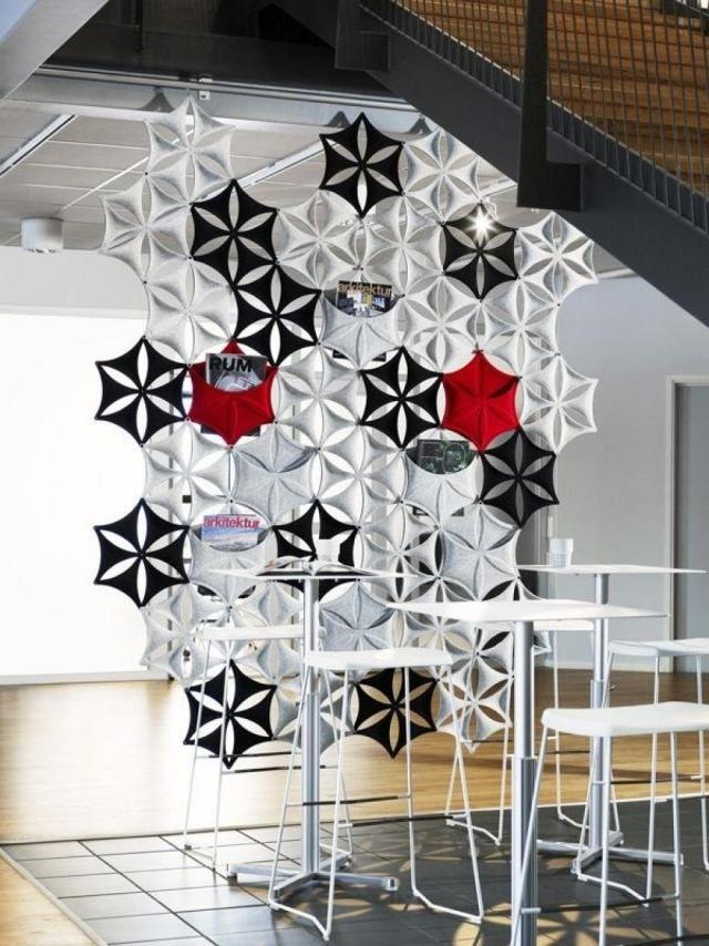 Design Trennwand mit blumenartigen Segmenten bietet Platz für ...