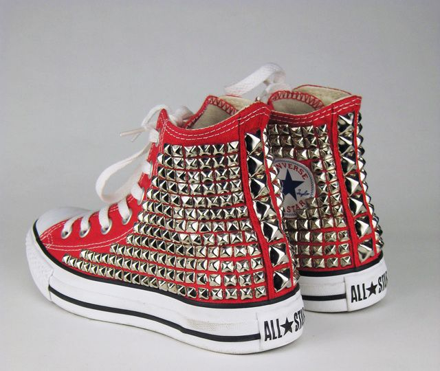 Cute red studded converse high-tops | Converse rosse, Converse ...