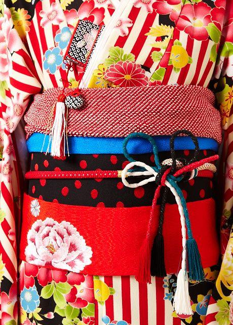Das Schöne an Kimono und Obi ist, dass es eine unendliche Fülle an Farben und Mustern gibt! / The great thing about kimono and obi is the endless number of colours and designs!