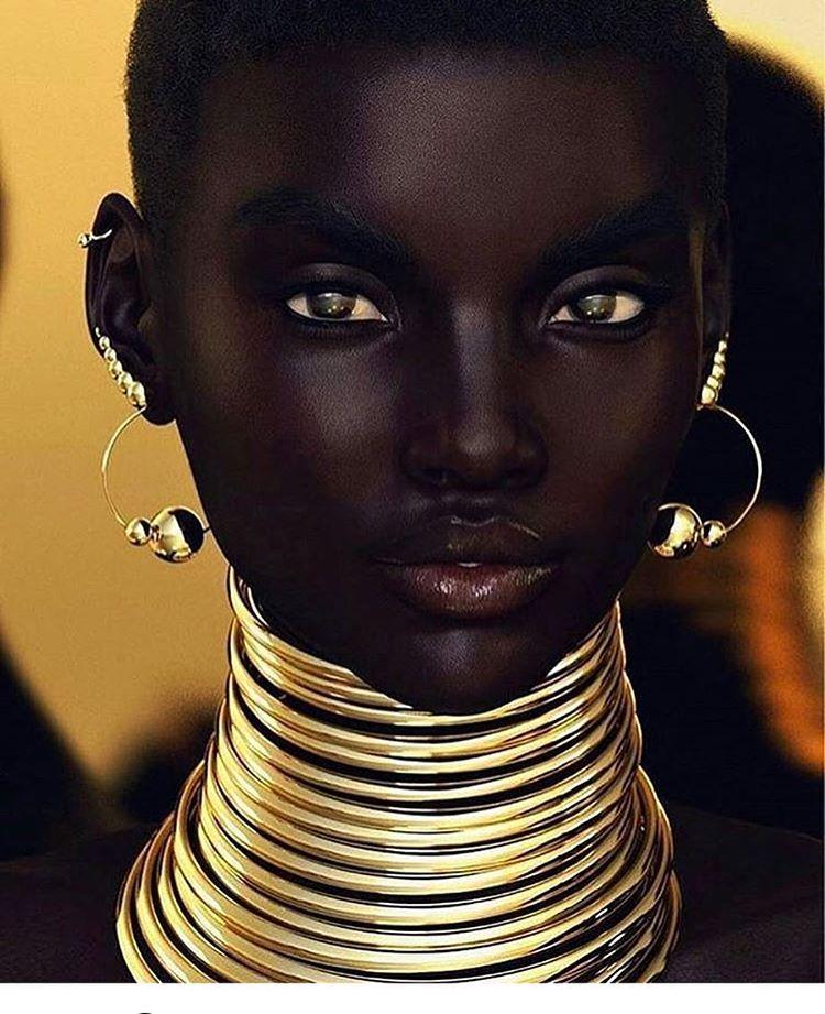 how to make dark skin white naturally