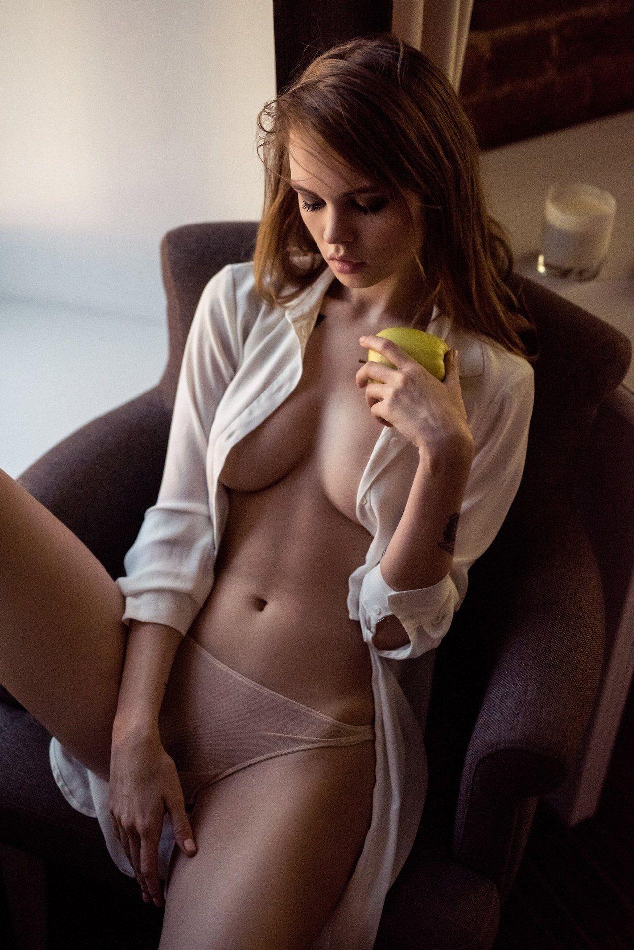 Pussy Valerie van der Graaf nude photos 2019