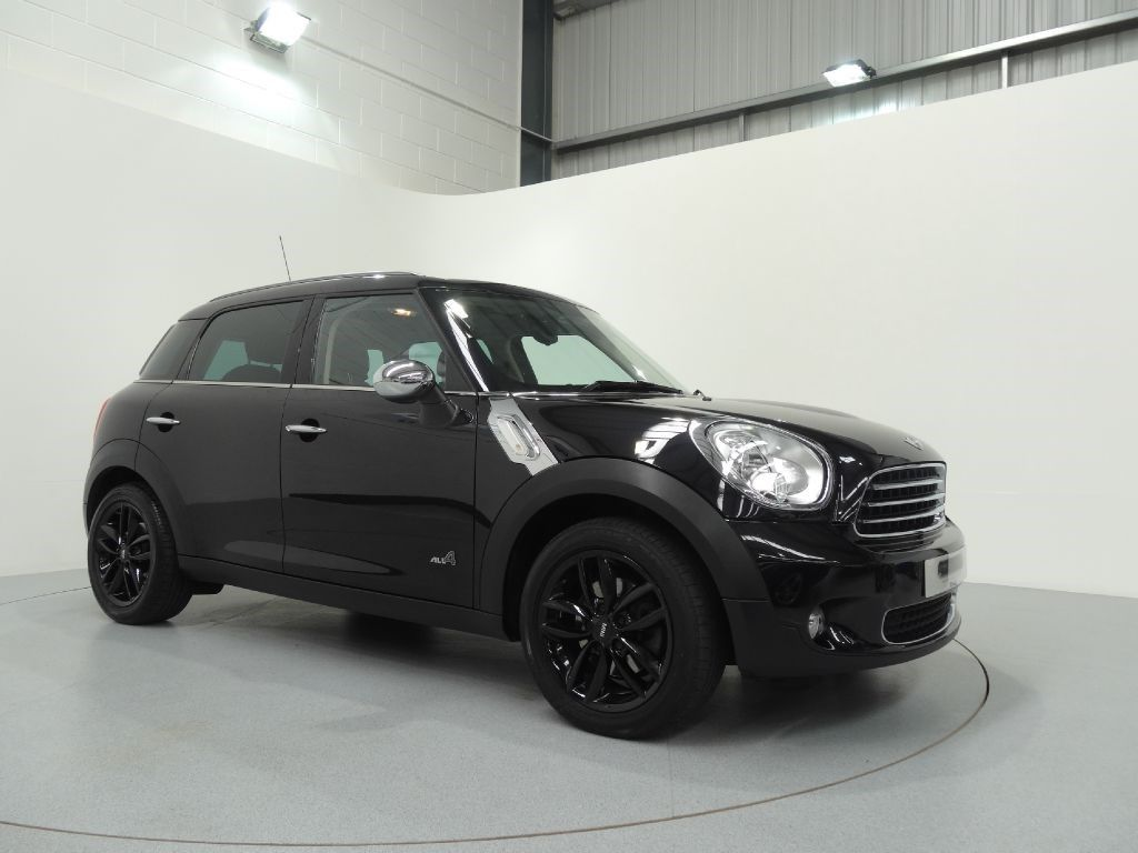 Mini Countryman 1 6 Cooper D All4 Finished In Absolute Black With Full Black Lounge Leather Interior Black Mini Cooper Mini Cooper Countryman 2011 Mini Cooper