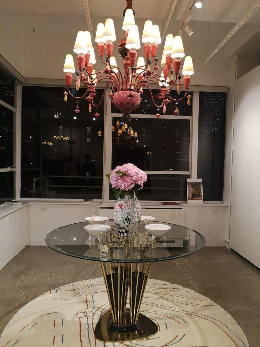 Lladro S New Nyc Design Showroom Features Outstanding Mirror Designs Nyc Design Interior Design Programs Interior Design New York